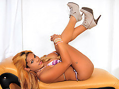 Clips of curves, beautiful, brazilian, shemale, feminine categories
